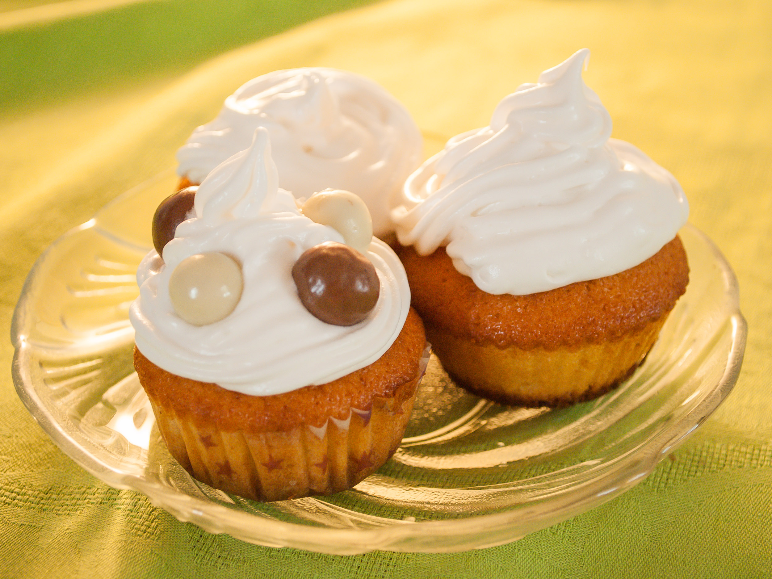How To Make Vanilla Cupcakes: 12 Steps (with Pictures