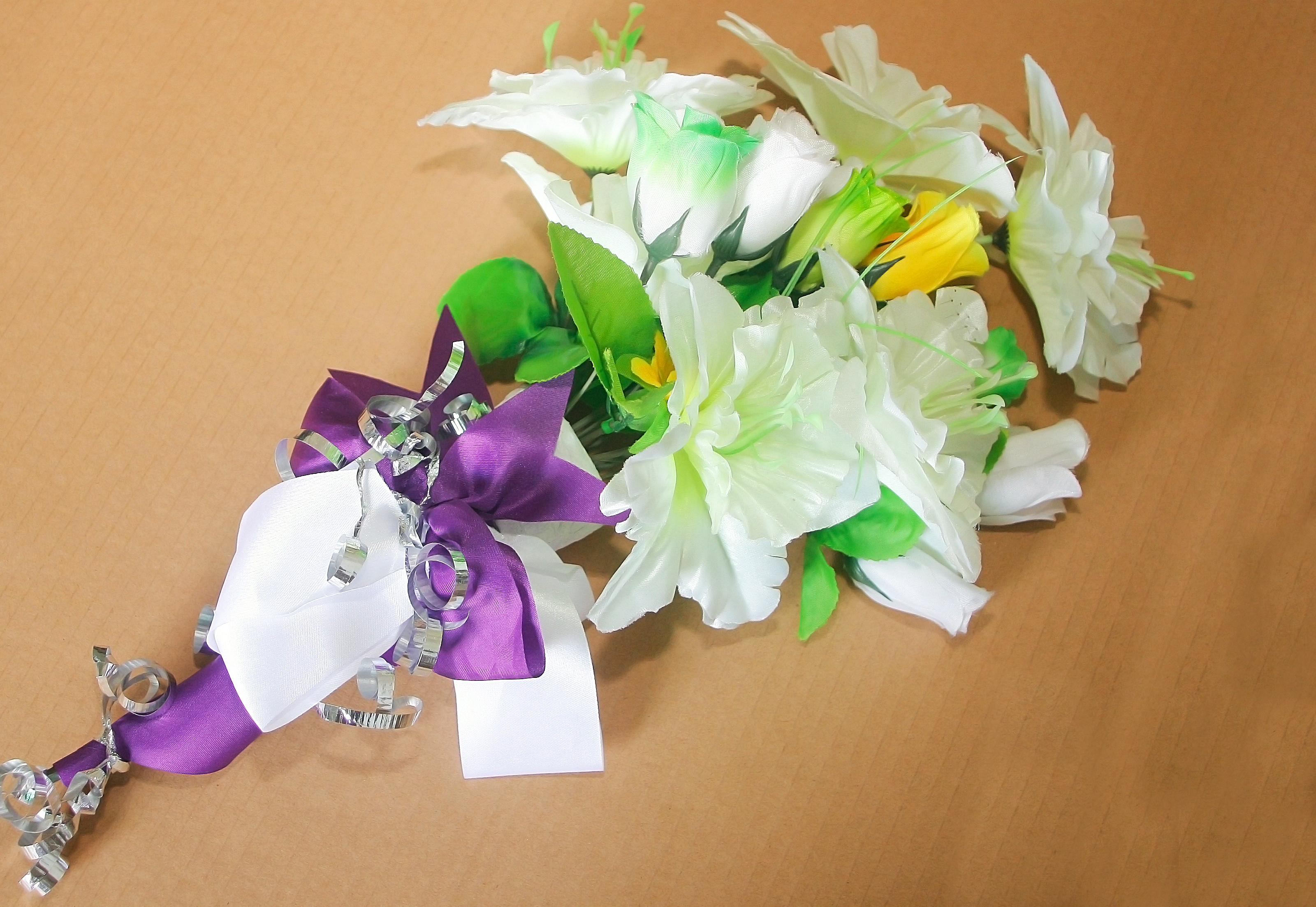 How To Make A Bridal Bouquet With Artificial Flowers: 8 Steps