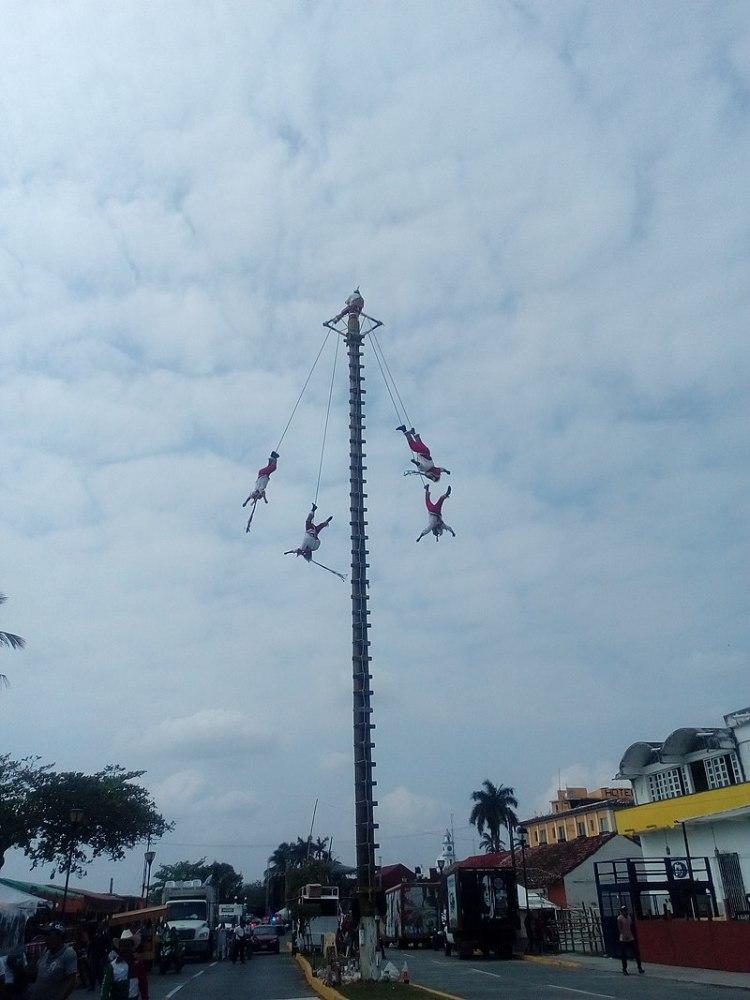 Rito de los Voladores en la festividad de la Candelaria enTlacotalpan