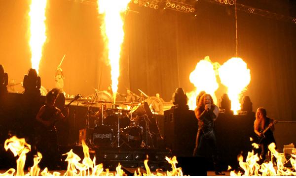 Show Manowar, fogo e espadas