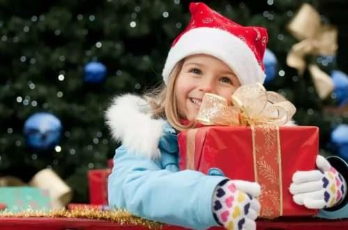 دختر از بابا نوئل دریافت کرد