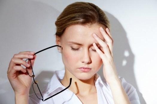 Đau đầu là một trong những dấu hiệu của bệnh thiếu máu