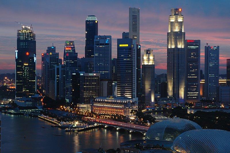 https://i1.wp.com/wikitravel.org/upload/shared//3/32/Singapore_CBD_Dusk.JPG
