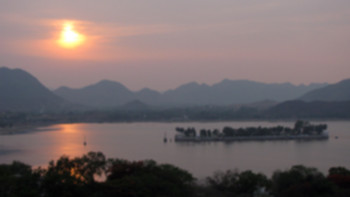 Fateh Sagar Lake, Image Credit: http://wikitravel.org/en/Udaipur