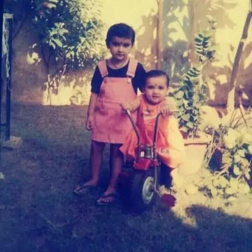 गरिमा अपनी बहन चारुली के साथ