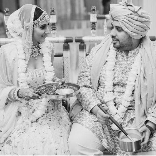 पति के साथ अदिति गुप्ता