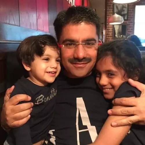 Rohit Sardana with his Daughters