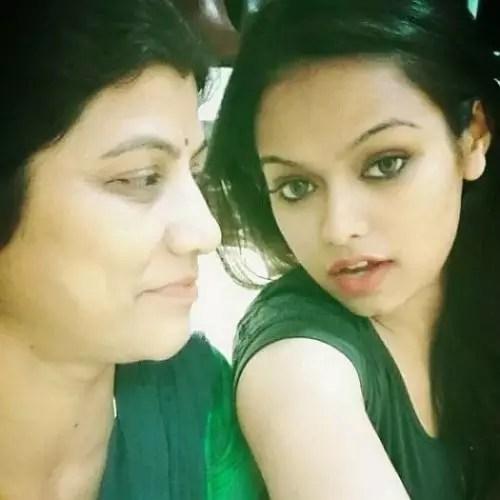 Sonyaa Ayodhya with Mother