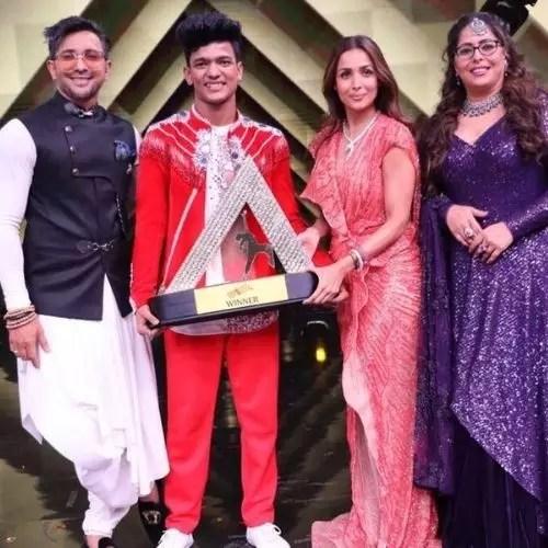Tiger Pop with India's Best Dancer Trophy