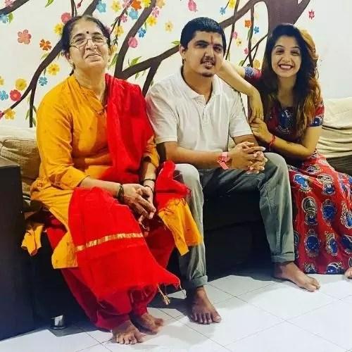 Snehlata Vasaikar with in laws
