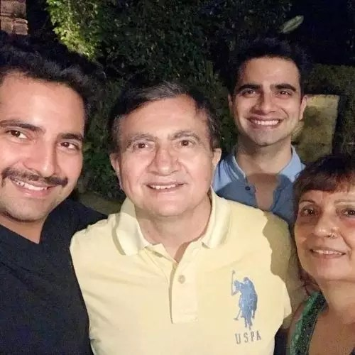 Karan Mehra with Family (Father, Mother and Brother)