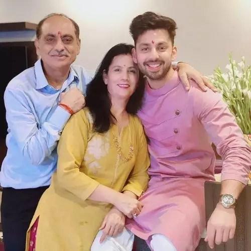 Himash kohli with His Parents