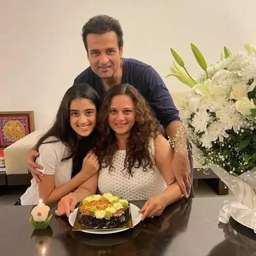 Manasi Joshi Roy Family
