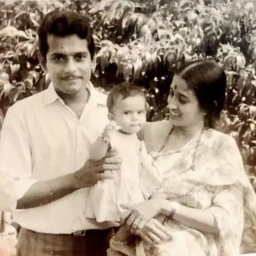 Manasi Joshi Roy with Parents