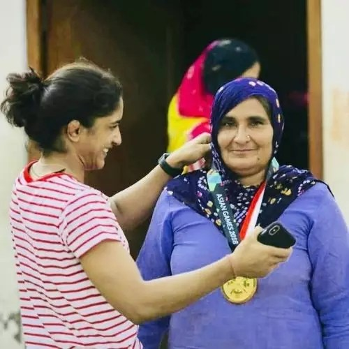 Vinesh Phogat with Mother