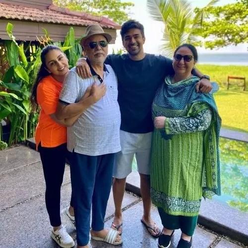 Saqib Saleem with Family