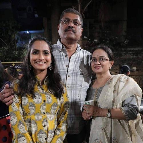 Aetasha Sansgiri with Parents