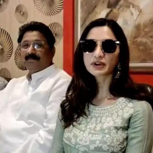 Diksha Singh with father