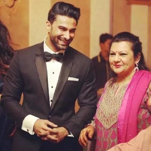 Abhinav Kapoor with Mother