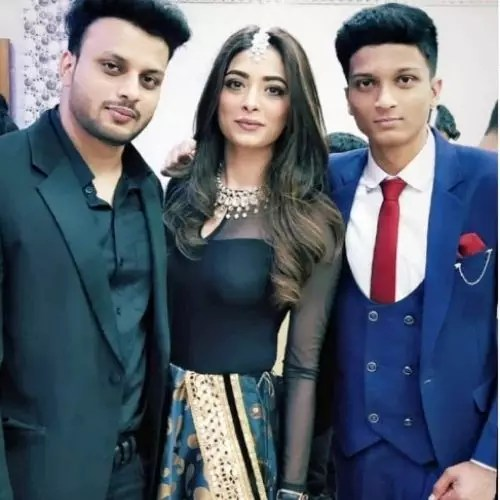 Afreen Alvi with Brothers