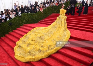 Rihanna arrives at the 2015 Metropolitan Museum of Art's Costume Institute Gala benefit in honor of the museums latest exhibit China: Through the Looking Glass May 4, 2015 in New York. AFP PHOTO / TIMOTHY A. CLARY (Photo credit should read TIMOTHY A. CLARY/AFP/Getty Images)