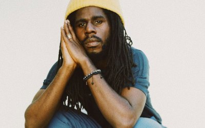 "Chronixx Calls For Reggae Crown With New ""Dela Move"" Track"