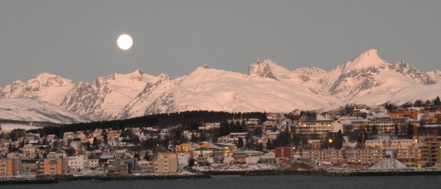 Tromso, Full Moon