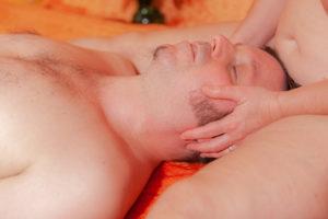 tandana-tantra-massage-kopf-schoss-schenkel-naehe-geborgenheit - Fotograf: Gregor Philipps • tetrachrome.de