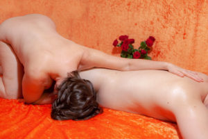 tandana-tantramassage-ruecken-body-to-body-anschmiegsam-haare-naehe-geborgenheit - Fotograf: Gregor Philipps • http://tetrachrome.de