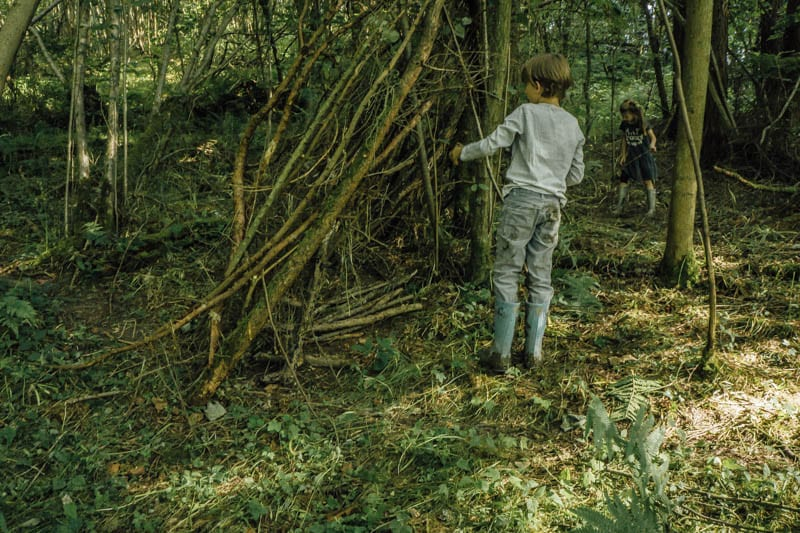 How to build an awesome den gathering branches