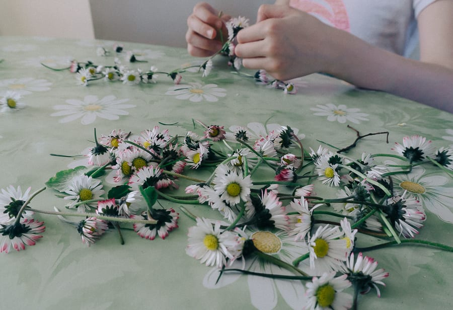 How to make a simple daisy chain thread daisies