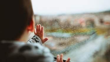 hujan dan jendela.jpg