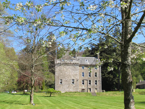 Culcreuch Castle with blossoming tree2