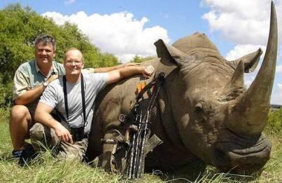 Palmer hat offenabr auch ein Nashorn getötet.