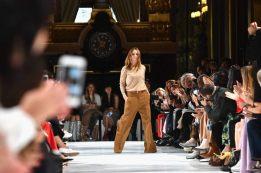 Die britische Modedesignerin Stella McCartney verzichtet komplett auf tierische Produkte, sie setzt auch kein Leder mehr ein.