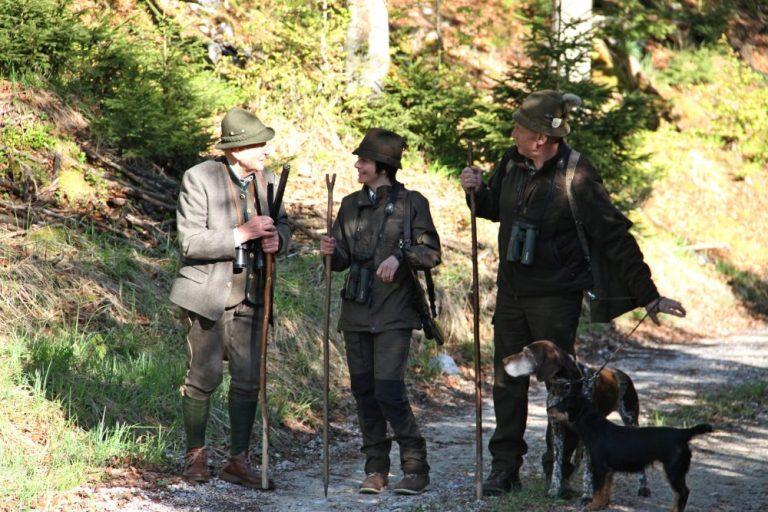 Jägerinnen unter Jäger