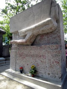 Kisses on Oscar Wilde's Grave
