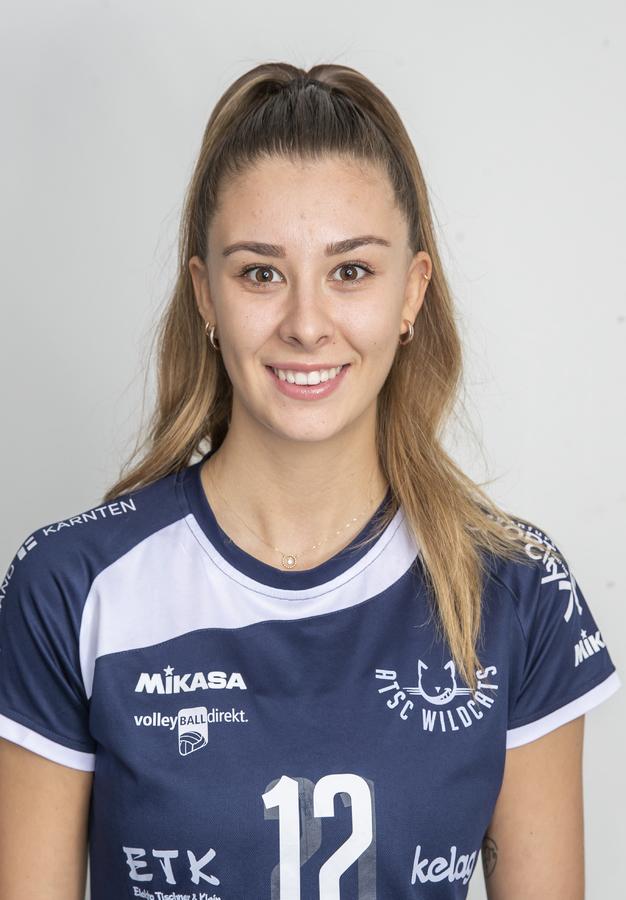 12 Lucia Aichholzer
