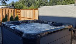 Millay House: Opened Hot Tub