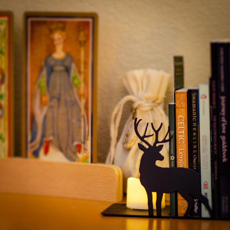 Wildera Atelier - Tarot Reading Table Detail