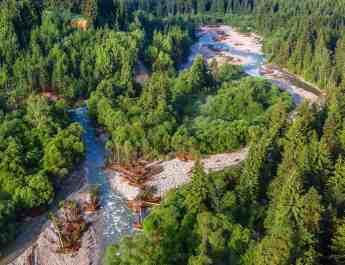 rieka-bel-m-u-niekoko-dn-po-povodni-op-svoju-typick-azrovomodr-farbu_35112731406_o.jpg - European Wilderness Society - CC NonCommercial-NoDerivates 4.0 International
