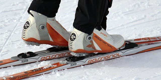 feet on skis