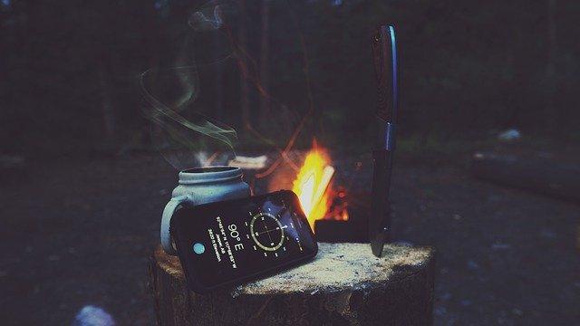 phone-wilderness-wild-woods