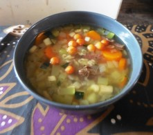 Buchstaben-Suppe mit Zucchini / Alphabet soup with courgettes