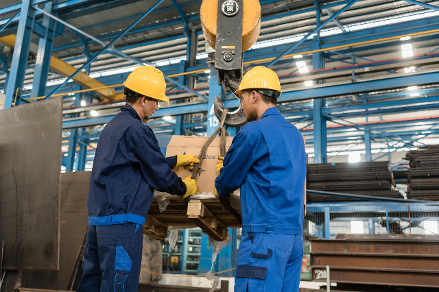 5 Material Handling Tips For A Safer Workplace