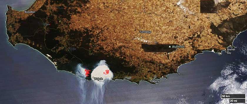 Bushfire in Western Australia produces round smoke column