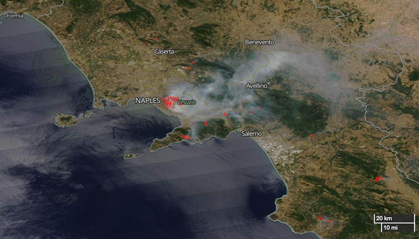 Fires in Sicily and on Italian mainland — tourists evacuated by boat, slopes of Mt. Vesuvius burn