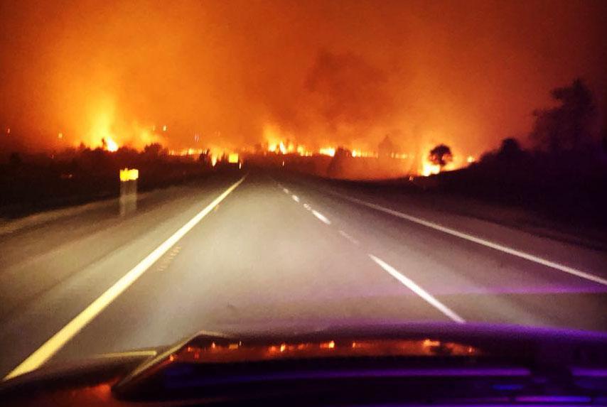Klamathon Fire Burns Into Hornbrook California Closes I 5