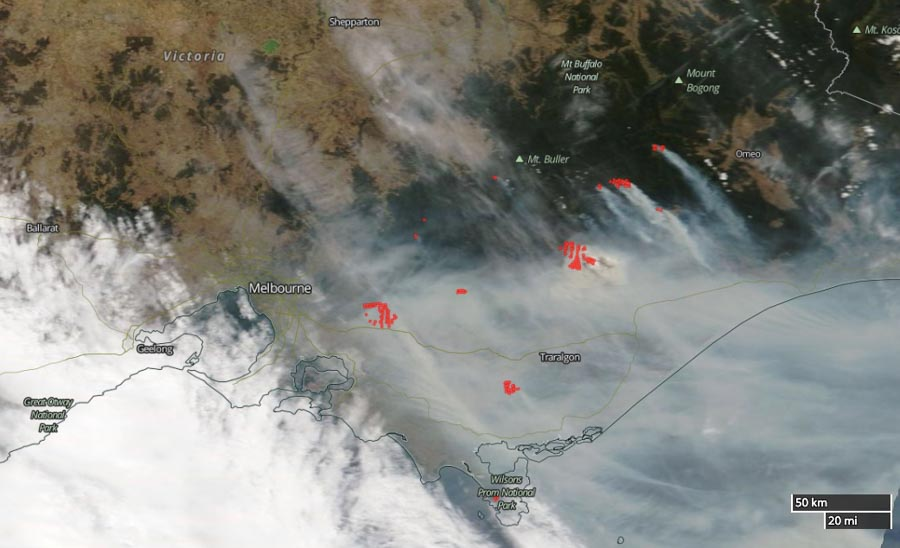 Conditions tipped to ease Vic fire threat