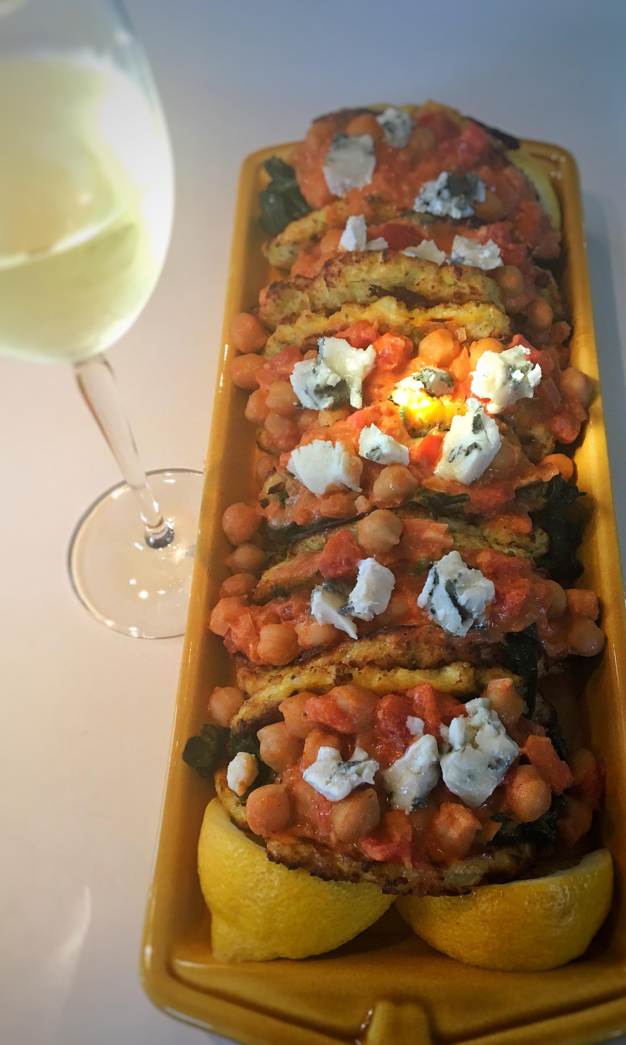 Bloemkooltortilla met currytomatensaus en spinazie